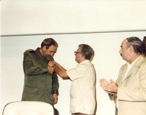 Fidel Castro recibe Distinción Félix Elmuza, 26 de mayo de 1986