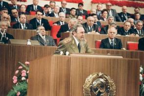 Pronuncia discurso en el XXVII Congreso del PCUS. Moscú