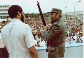 Fidel Castro y Maurice Bishop durante la celebración del 26 de Julio