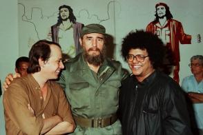unto a Silvio Rodríguez y Pablo Milanés en la Casa de las Américas