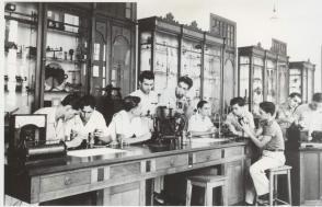 Fidel Castro Ruz aula de Física del Colegio de Belén, 1943