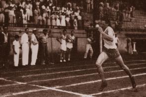 Fidel Castro Campeón intercolegial de 800 metros, 1945