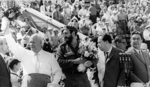 Fidel Castro, Nikita Jrushchov y Leonid Brézhneven el estadio Leningrado