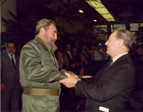 Recibe la Orden Klement Gottwald, condecoración más alta de Checoslovaquia