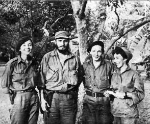 Fidel Castro, Vilma Espín, Raúl Castro y Celia Sánchez en el Central América