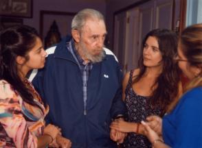Fidel Castro en el encuentro con Camila Vallejo y Karol Cariola